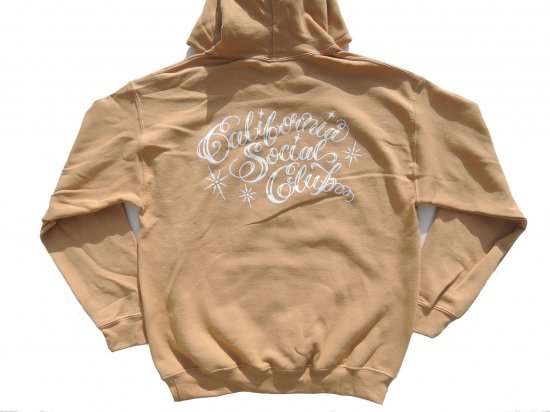 <img class='new_mark_img1' src='https://img.shop-pro.jp/img/new/icons15.gif' style='border:none;display:inline;margin:0px;padding:0px;width:auto;' />California Social Club SHOP VAN PULLOVER HOODIE フーディー  GOLD  ゴールド