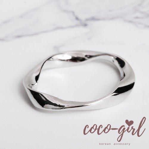 即納 韓国 アクセサリー 指輪 リング ゴールド ねじれ 大人かわいい 華奢 上品 韓国ファッション オルチャン ブライダル 結婚式 二次会 パーティー