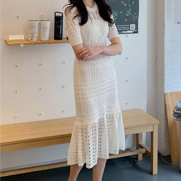 女性らしい透かしニットがかわいい 裾フレアミモレ丈タイトワンピース 同色インナー付き