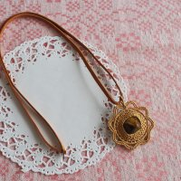 白樺の編みペンダント