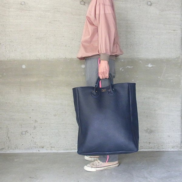 YOUNG & OLSEN The DRYGOODS STORE | EMBOSSED LEATHER TOTE L(NAVY)