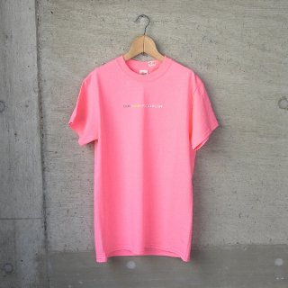 30%OFF | YOUNG & OLSEN The DRYGOODS STORE | Y&O TITLE TEE(SAFETY PINK)
