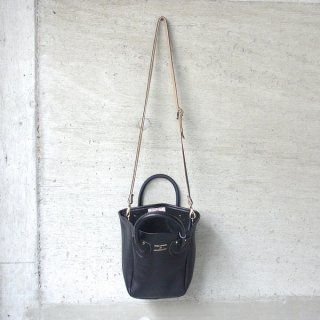 YOUNG & OLSEN The DRYGOODS STORE | PETITE LEATHER TOTE(BLACK)