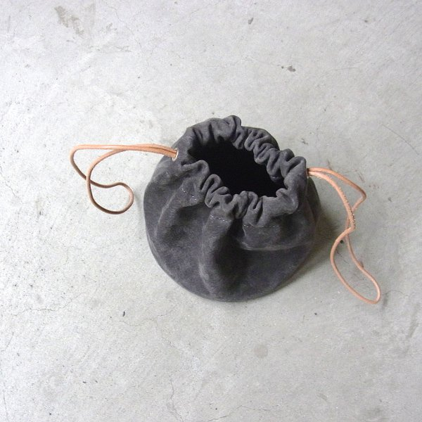 KEESE | DRAWSTRING POUCH suede(DARK GRAY)