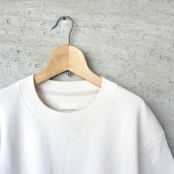 CURLY | CLOUDY HS CN TEE(OFF WHITE)