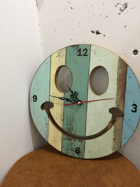 <b>GAIJIN MADE</b><br>Smile Clock