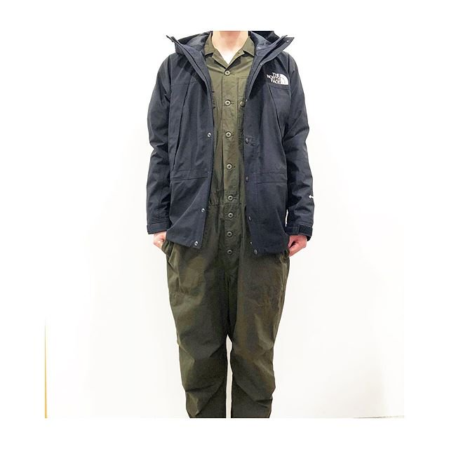 <b>THE NORTH FACE</b><br>MOUNTAIN LIGHT JACKET