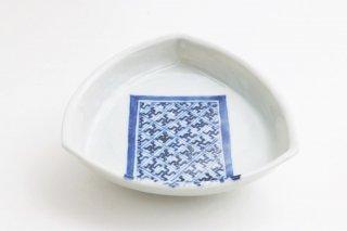 サラサ文三角小皿