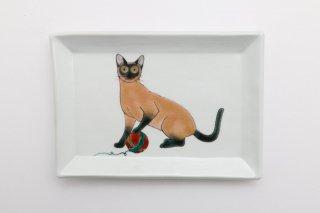 猫の角皿 B
