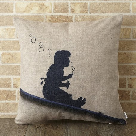 <img class='new_mark_img1' src='//img.shop-pro.jp/img/new/icons8.gif' style='border:none;display:inline;margin:0px;padding:0px;width:auto;' />【 Jubilee London x Banksy 】Cushion -Slope girl BANKSY-