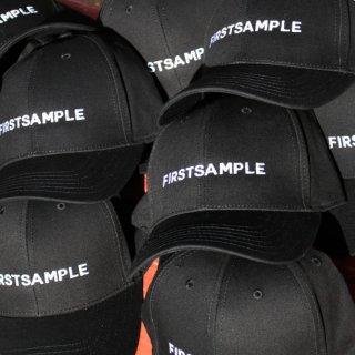 ファーストサンプル ロゴ ストラップバック キャップ<br>FIRST SAMPLE