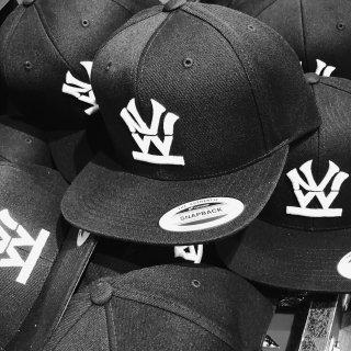 W NYC(ダブルエヌワイシー) ヘリテイジロゴ  刺繍 スナップバック キャップ<br>W NYC HERITAGE LOGO SNAPBACK CAP
