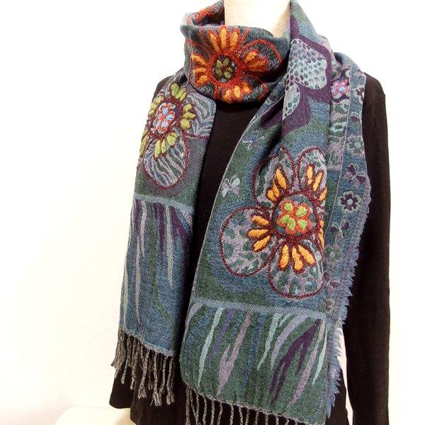 手刺繍ショール 40 天然素材(ウール100%)