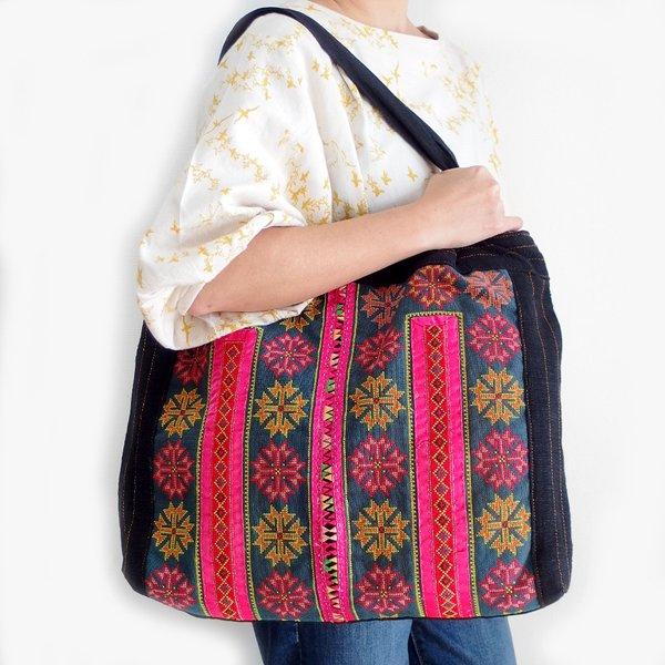 モン族 手刺繍トートバッグ B