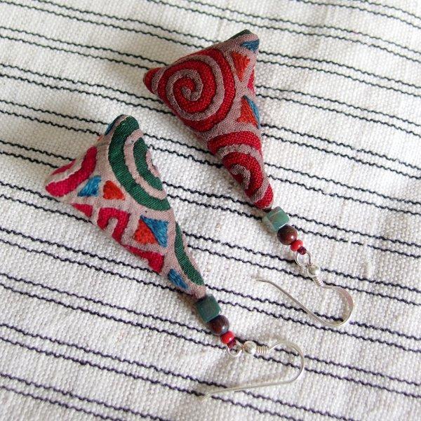 モン族 手刺繍 ピアス
