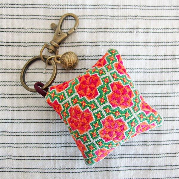 モン族 手刺繍ピンクッションチャーム キーホルダー 35D