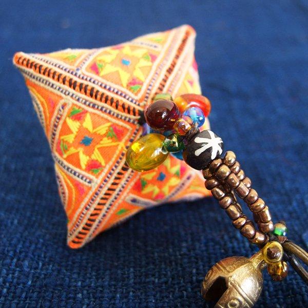 モン族 手刺繍チャーム キーホルダー 37E