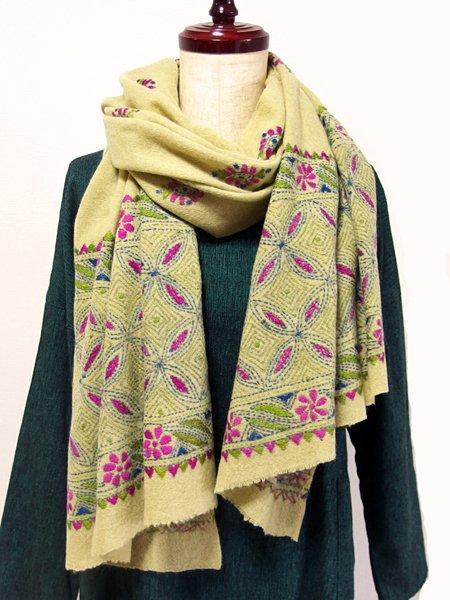 ウールカンタ刺繍ショール 46 イエローグリーン (ウール100%)