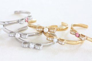 Ribbon CZ bangle