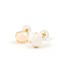 Cabochon Opal Stud Pierce | K18<img class='new_mark_img2' src='//img.shop-pro.jp/img/new/icons57.gif' style='border:none;display:inline;margin:0px;padding:0px;width:auto;' />