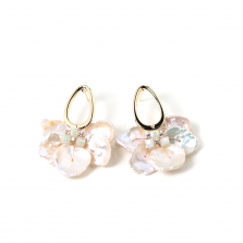 Crystal & Pearl Pierce<img class='new_mark_img2' src='//img.shop-pro.jp/img/new/icons14.gif' style='border:none;display:inline;margin:0px;padding:0px;width:auto;' />