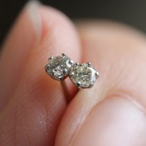 Diamond Pierce 0.2ct | Pt900<img class='new_mark_img2' src='//img.shop-pro.jp/img/new/icons14.gif' style='border:none;display:inline;margin:0px;padding:0px;width:auto;' />