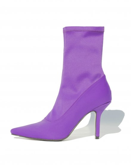 POINTED MIDDLE BOOTS