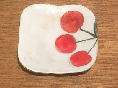 やまぐちあさこさんの粉引カラフルスクエア皿(さくらんぼ大)