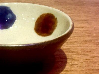 やちむん 漂窯 4寸鉢三彩点打 コバルト飴釉(蛇の目無し)