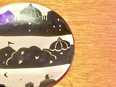 モノクロ模様の可愛いお皿です 矢島操さん(滋賀)のモノクロ皿(街)