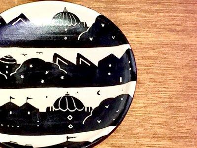 モノクロ模様の可愛いお皿です 矢島操さん(滋賀)のモノクロプレート(街)