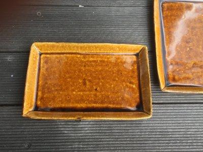 石川哲生さん(三重県)の長角皿 小 飴釉 汚れ防止の撥水加工