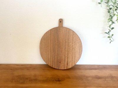 小澤賢一さんの胡桃のカッテングボード(丸,彫有り)