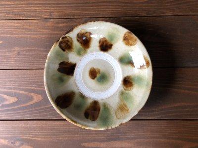 沖縄の器やちむんです。個性的な器 三彩 7寸皿 北窯 松田共司