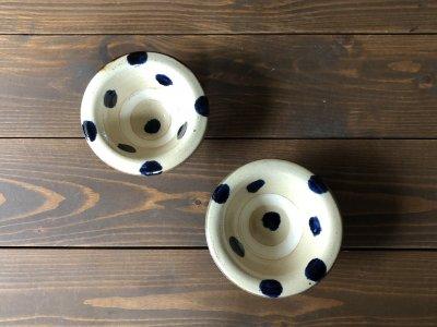 沖縄の器やちむんです。個性的な器 ワンブー 4寸皿 コバルトドット 北窯 宮城正亨