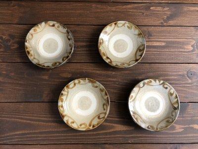 沖縄の器やちむんです。個性的な器 4.5寸皿 重 飴唐草 照屋窯 照屋佳信