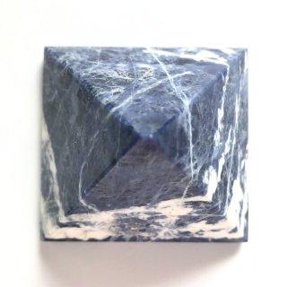 天然石飾り物・置き物   ソーダライト・ピラミッド