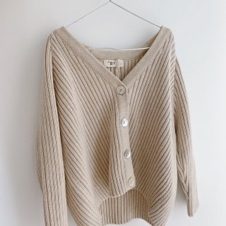 <img class='new_mark_img1' src='https://img.shop-pro.jp/img/new/icons14.gif' style='border:none;display:inline;margin:0px;padding:0px;width:auto;' />THE BIBIO PROJECT<BR>RIBBED CARDIGAN / STONE