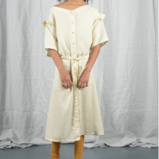 <img class='new_mark_img1' src='https://img.shop-pro.jp/img/new/icons14.gif' style='border:none;display:inline;margin:0px;padding:0px;width:auto;' />THE BIBIO PROJECT<BR>TIE DRESS / WHITE SWAN