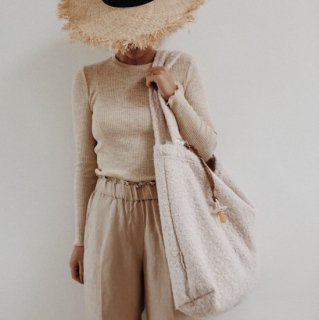 <img class='new_mark_img1' src='https://img.shop-pro.jp/img/new/icons14.gif' style='border:none;display:inline;margin:0px;padding:0px;width:auto;' />Studio Noos<BR>Mom bag / Boucle