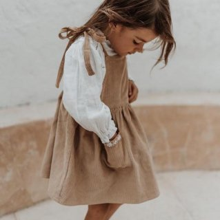 <img class='new_mark_img1' src='https://img.shop-pro.jp/img/new/icons14.gif' style='border:none;display:inline;margin:0px;padding:0px;width:auto;' />illoura the label - Luna Pinafore / Honey