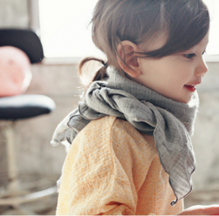 <img class='new_mark_img1' src='//img.shop-pro.jp/img/new/icons20.gif' style='border:none;display:inline;margin:0px;padding:0px;width:auto;' />50%OFF Bien a bien scarf (gray,white)