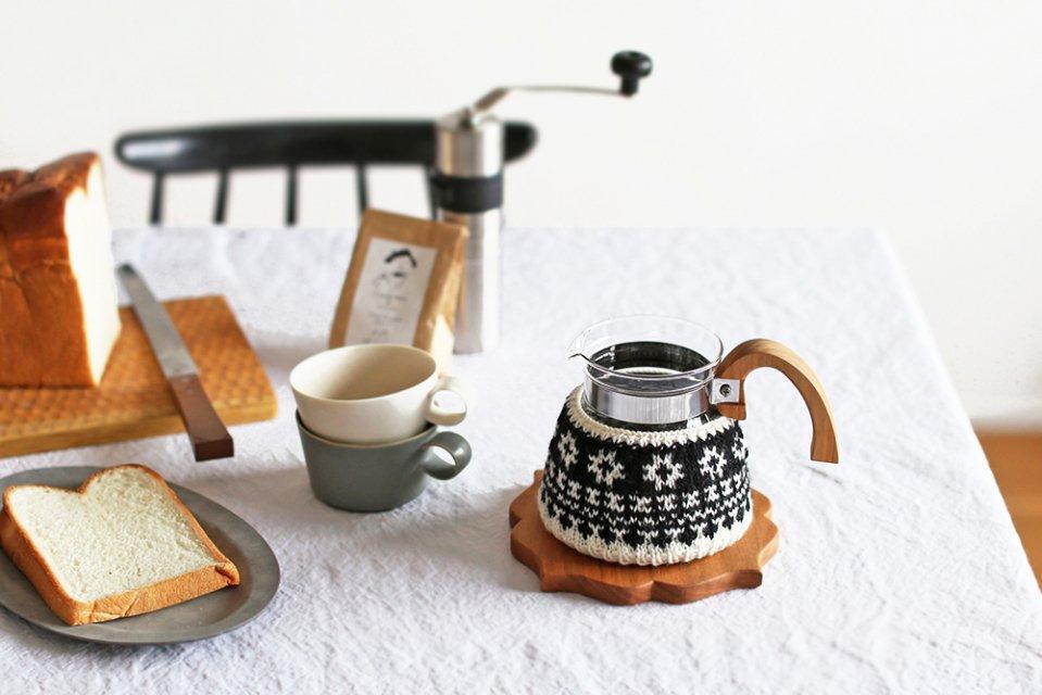 【次回再入荷時期未定】amu./コーヒーコージー/4cup用/花(ブラック)
