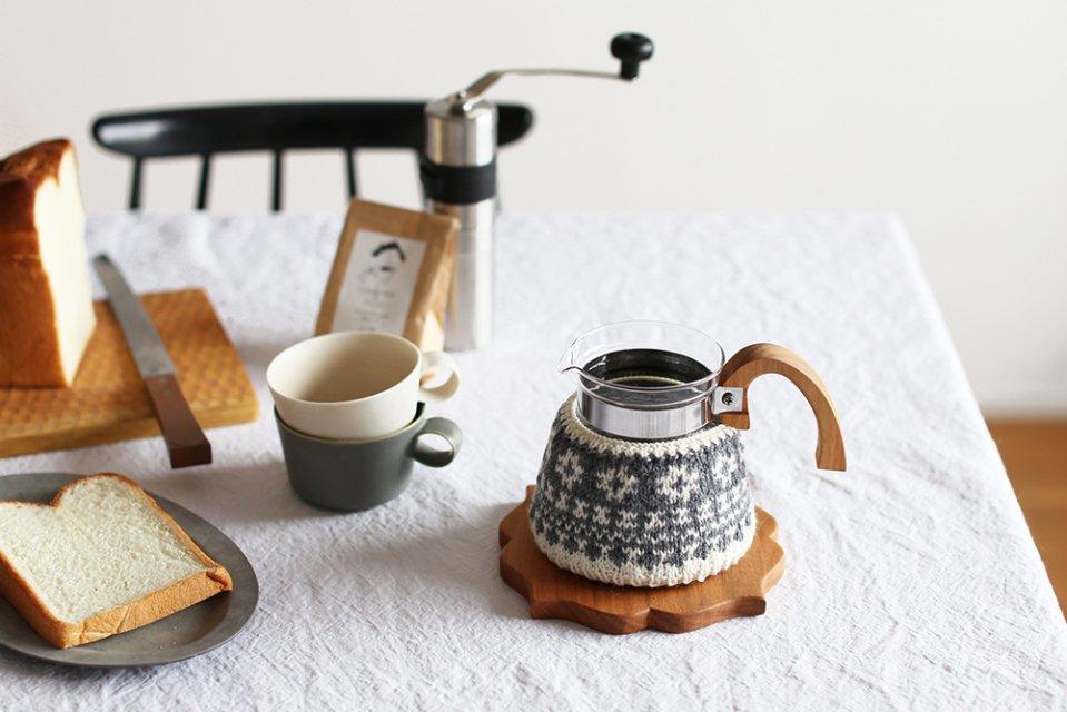 【次回再入荷時期未定】amu./コーヒーコージー/4cup用/花(グレー)