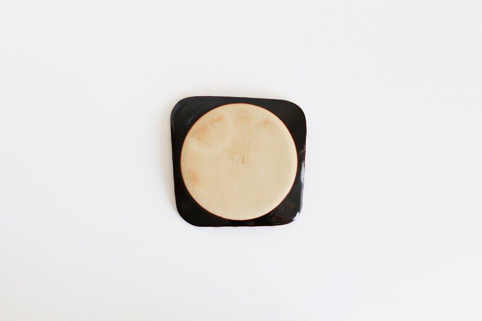 見野大介/ほんのり四角のケーキ皿(しましま・黒)