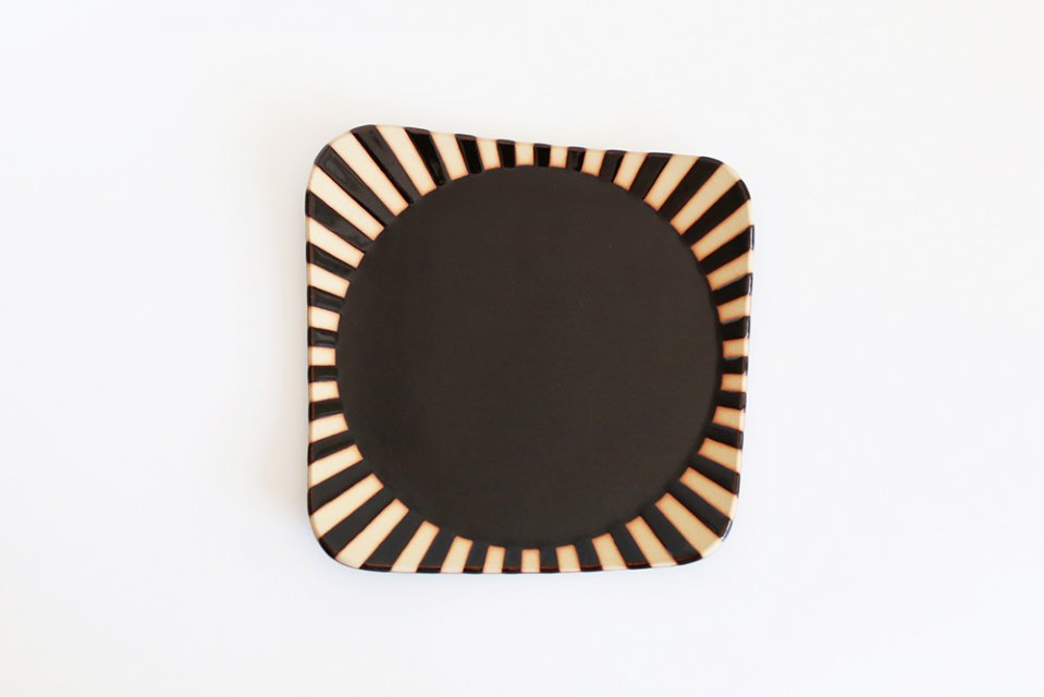 見野大介/ほんのり四角の大皿(しましま・黒)