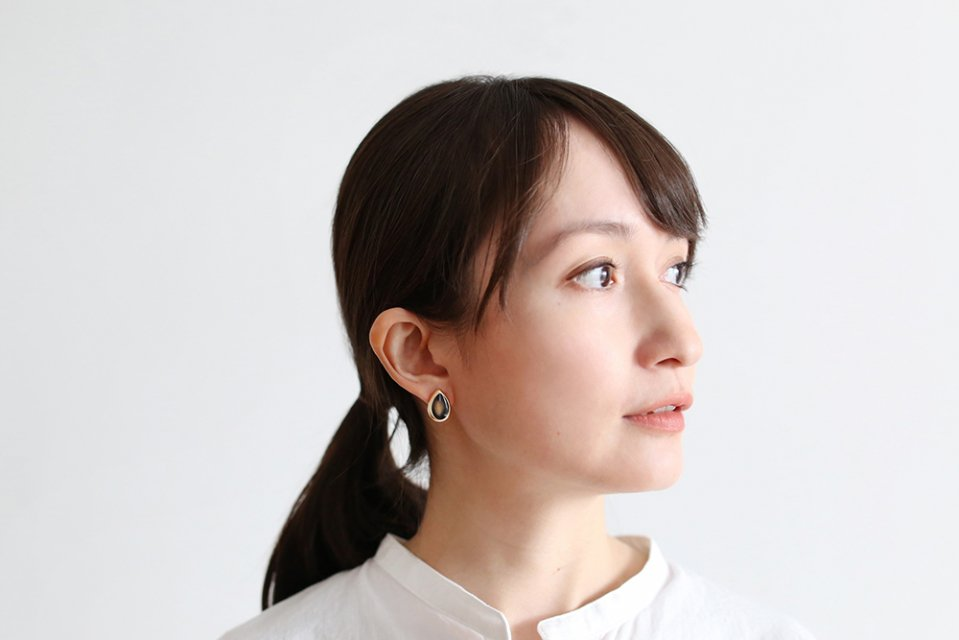 Ouca/ブラックエナメル/しずく(ピアス)