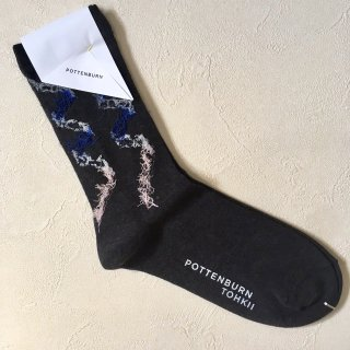 <img class='new_mark_img1' src='//img.shop-pro.jp/img/new/icons14.gif' style='border:none;display:inline;margin:0px;padding:0px;width:auto;' />POTTENBURN TOHKII「KAMINARI SOCKS (BLACK)」