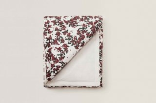 garbo&friends「Cherrie Blossom Filled Blanket」