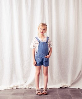 <img class='new_mark_img1' src='//img.shop-pro.jp/img/new/icons14.gif' style='border:none;display:inline;margin:0px;padding:0px;width:auto;' />tocoto vintage「Denim short overall with embroidery details on front pockets」2020-SS